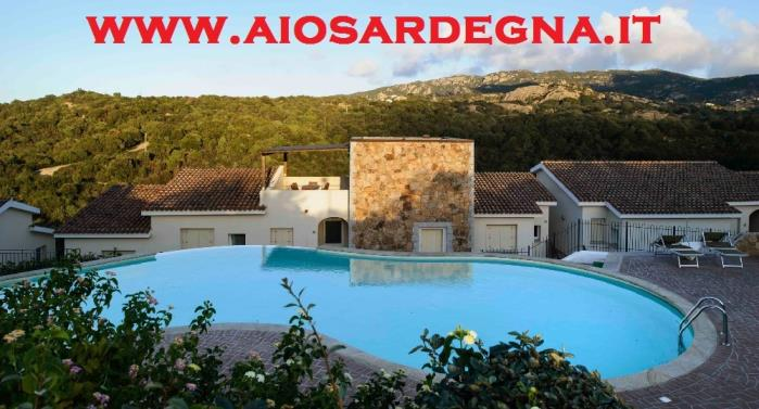 Holiday rental villa apartment in Residence with swimming pool edge of sea, Baja Sardinia Olbia costa smeralda