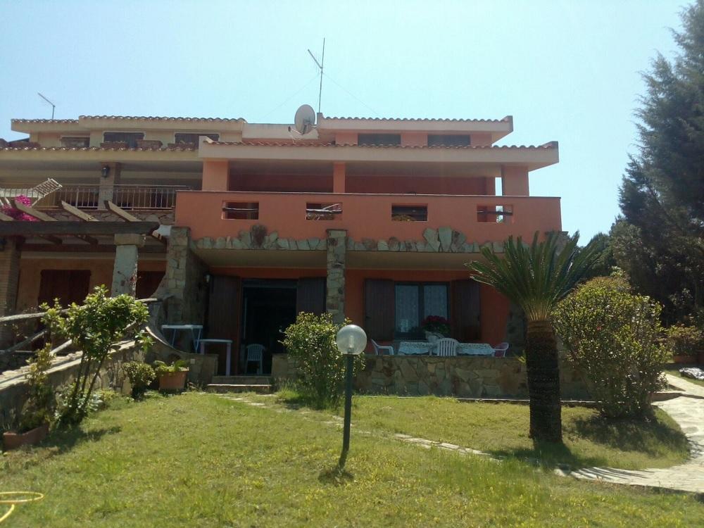 Villa Vittoria for 50m in Front of the beach of Su Giudeu in Chia