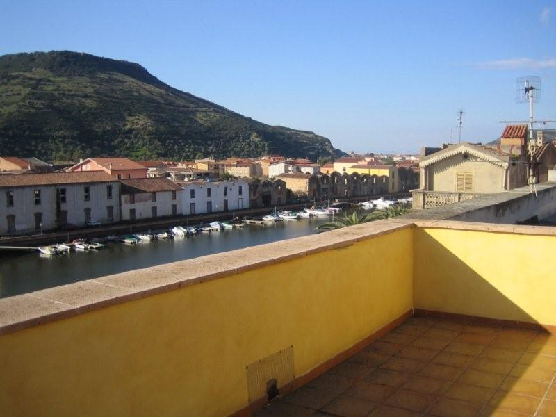 Panoramiczny apartament w centrum Bosa na Sardynii