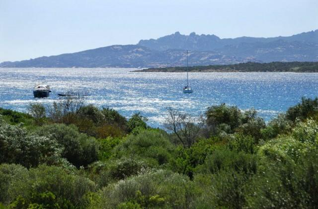 Holiday village and beach camping between Palau and Arzachena