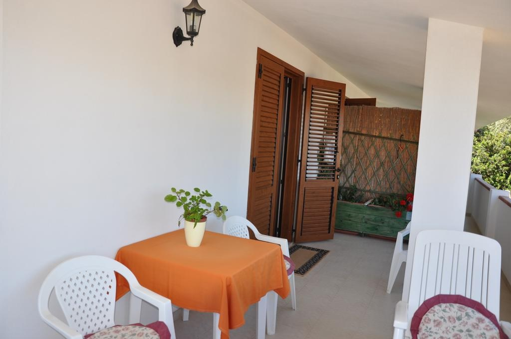 Residence Porto Pino Appartamento 3 Rooms 6 Persons