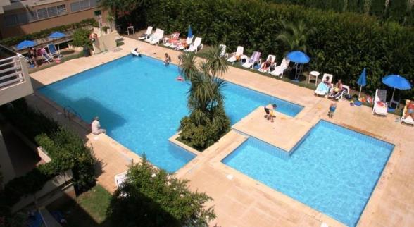 Appartamento trilocale in residence con piscina fronte mare a Alghero vicino al centro