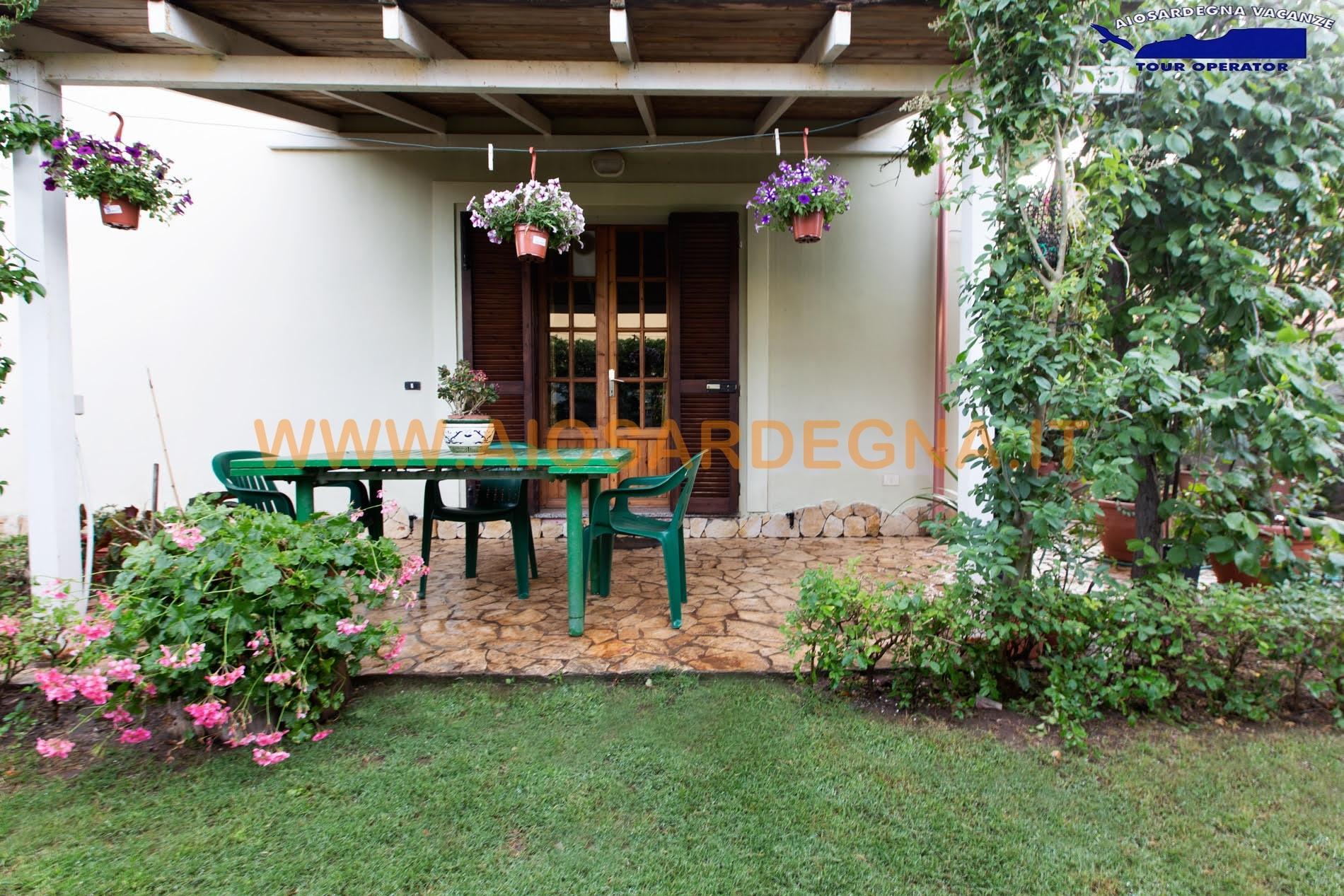 Alquiler casas de vacaciones apartamento con jardìn Pula Cerdeña sur
