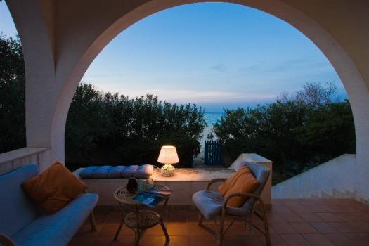 Villa Heger con piscina direttamente sulla spiaggia del Forte Village Santa Margherita di Pula Sud Sardegna